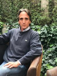 Simón Ospina, escritor.
